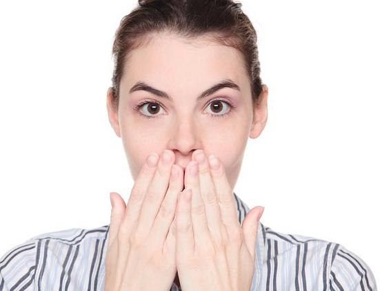 Algumas frases negativas  podem deixar o ambiente de trabalho pesado e, atrapalhar a comunicação entre as pessoas, apontam especialistas.